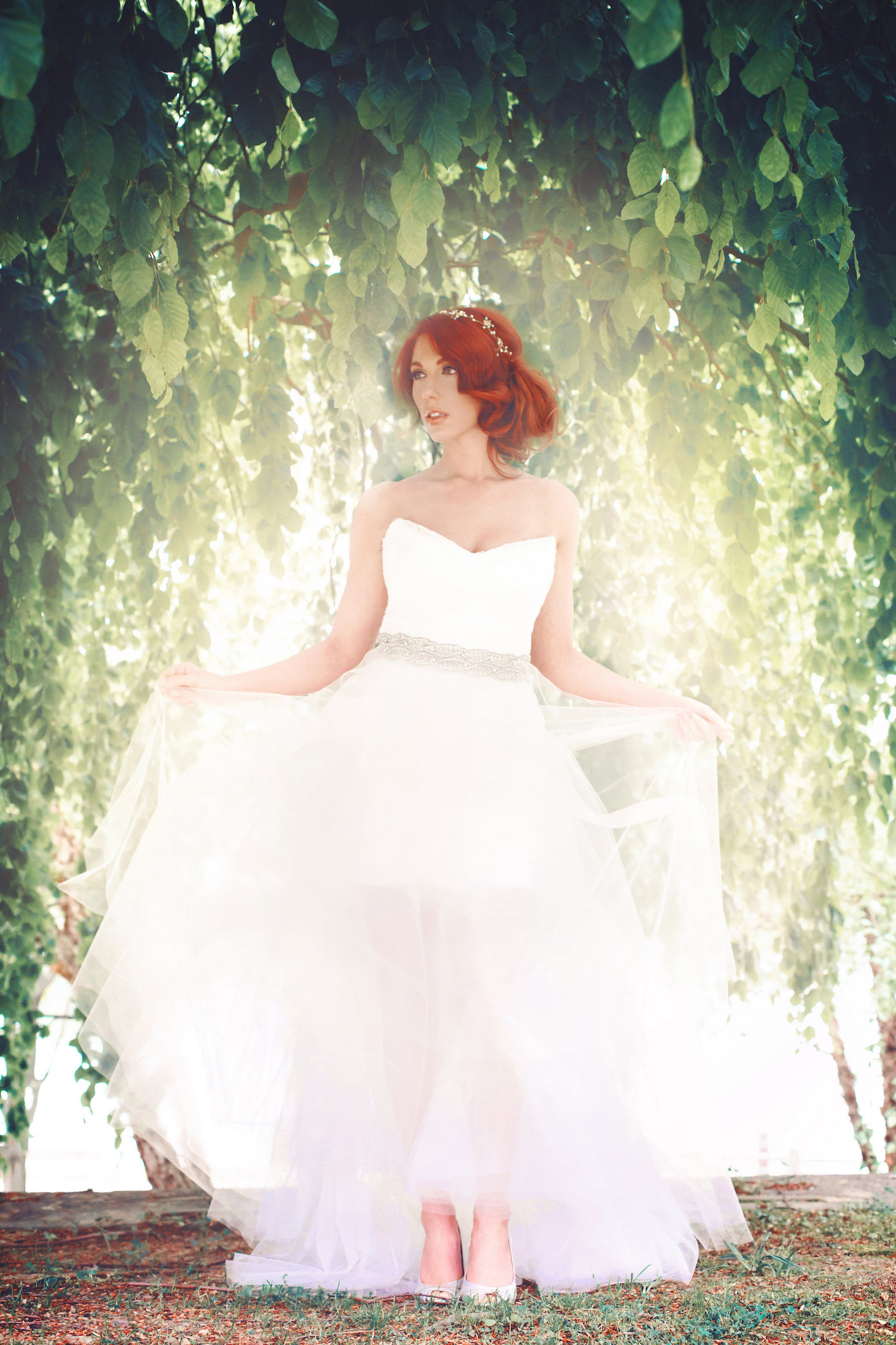 23 Dreamy Bridal Portrait Poses for Wedding Day Inspiration / photos by La Candella Weddings / designs by Fancy Bowtique Bridal Couture