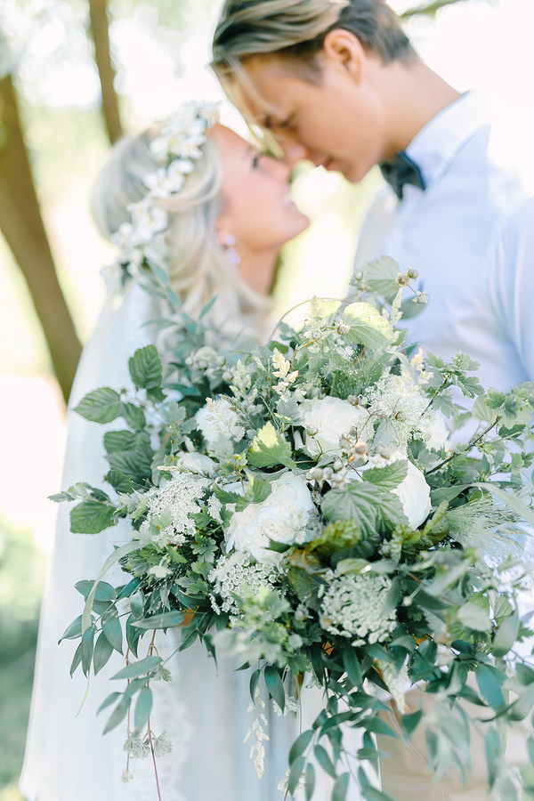 Boho Destination Wedding Bridal Bouquet with Queen Anne's Lace and Ivy / photo by Destination Wedding Photographer Linda-Pauline Pehrsdotter