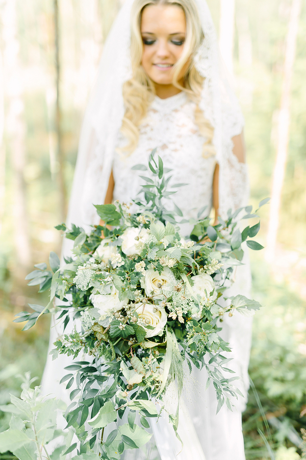Dreamy Boho inspired bridal portrait wedding inspiration - photo by Destination Wedding Photographer Linda-Pauline Pehrsdotter in Sweden