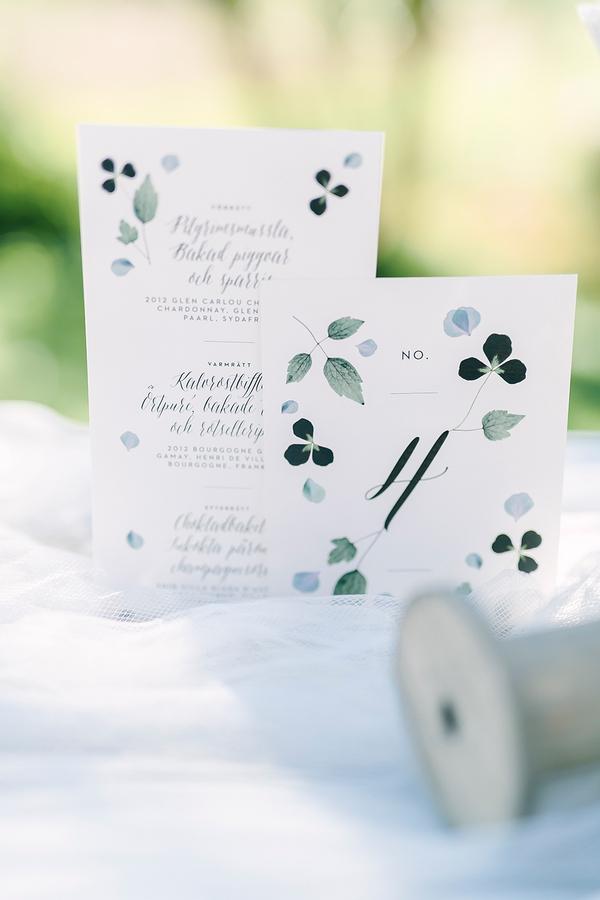 Beautiful Greenery Wedding Invitation Suite - perfect invitation for boho inspired weddings - photo by Destination Wedding Photographer Linda-Pauline Pehrsdotter in Sweden