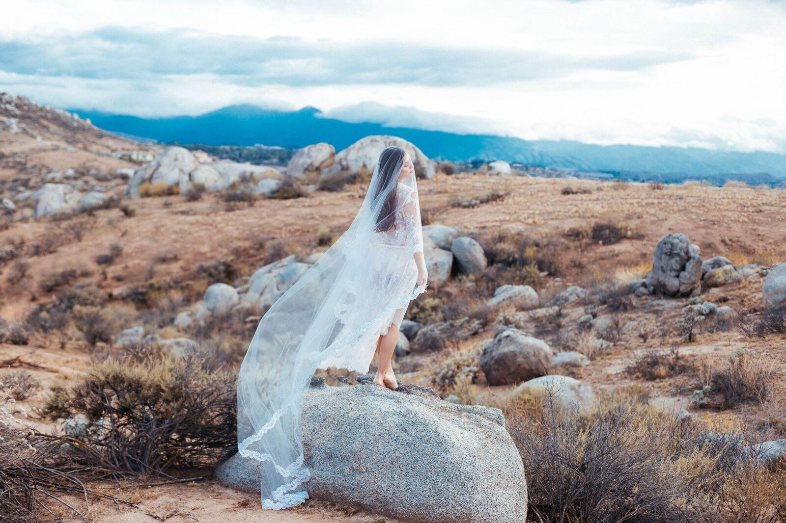 Gorgeous Handmade Drop Bridal Veil by Blanca Veils / as seen on www.BrendasWeddingBlog.com