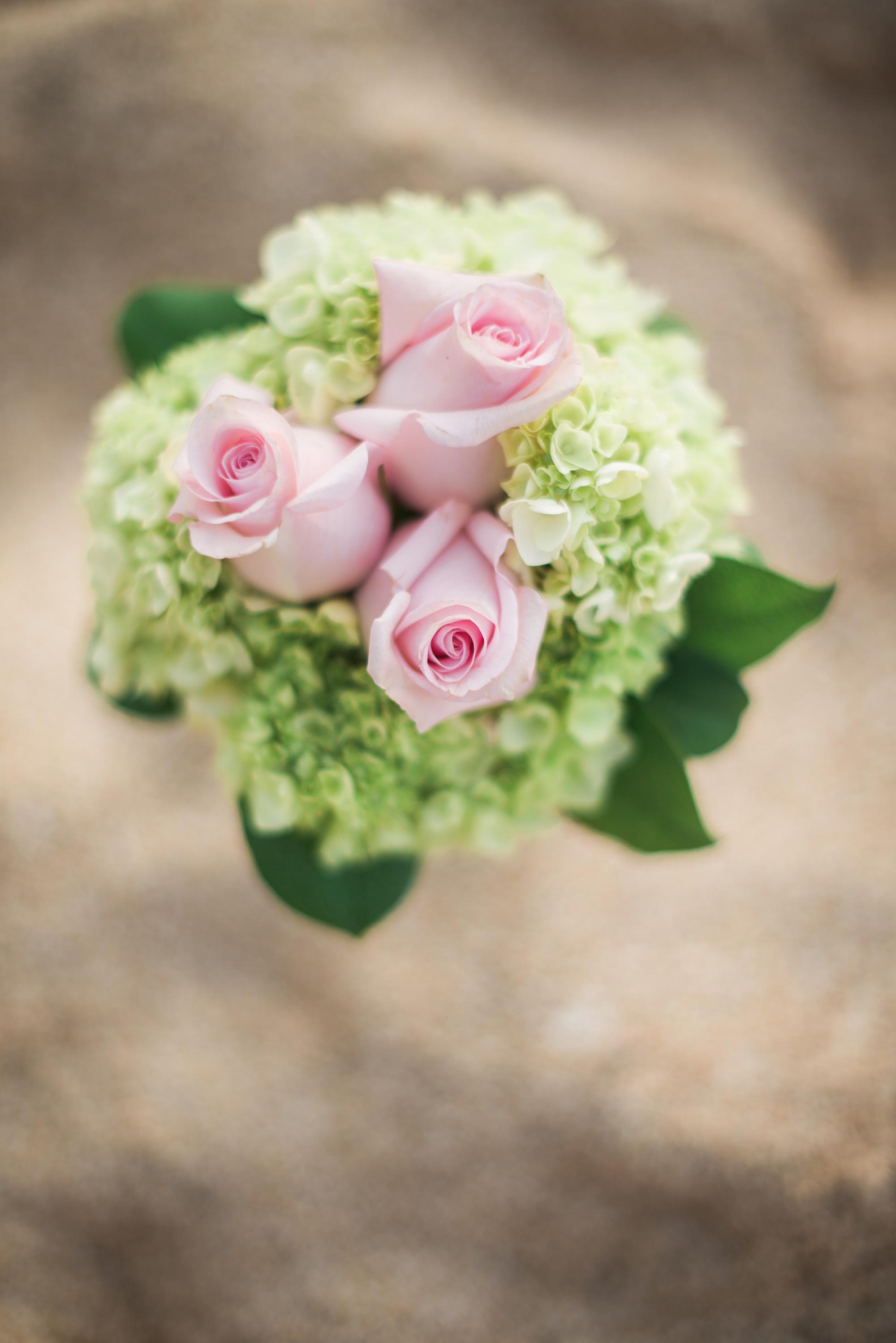 Hawaiian-Elopement-Marianne-Blackham-Photography-bouquet.jpg