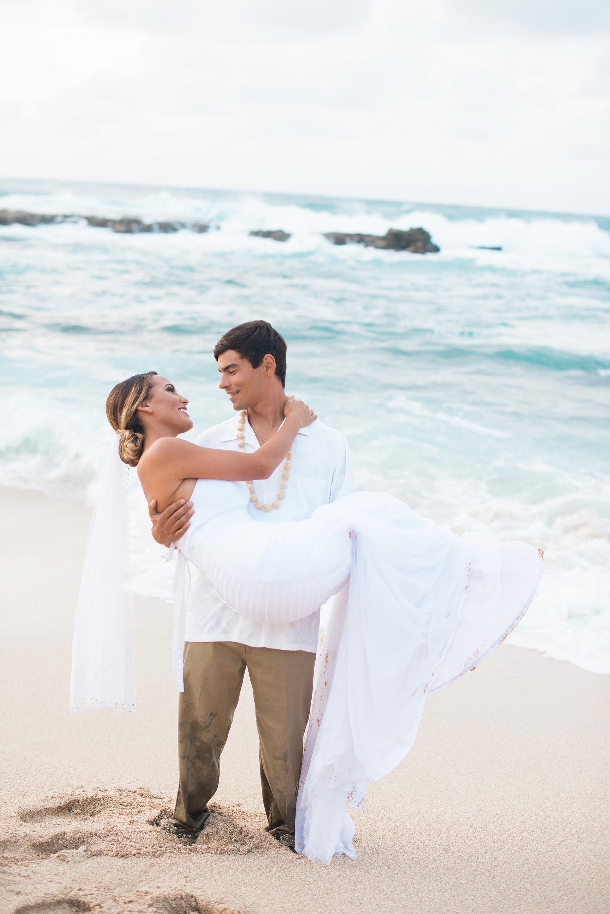 Hawaiian-Elopement-Marianne-Blackham-Photography-couple-sand.jpg
