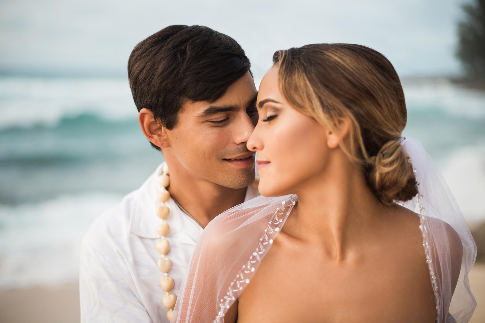 Hawaiian-Elopement-Marianne-Blackham-Photography-horiz-couple.jpg
