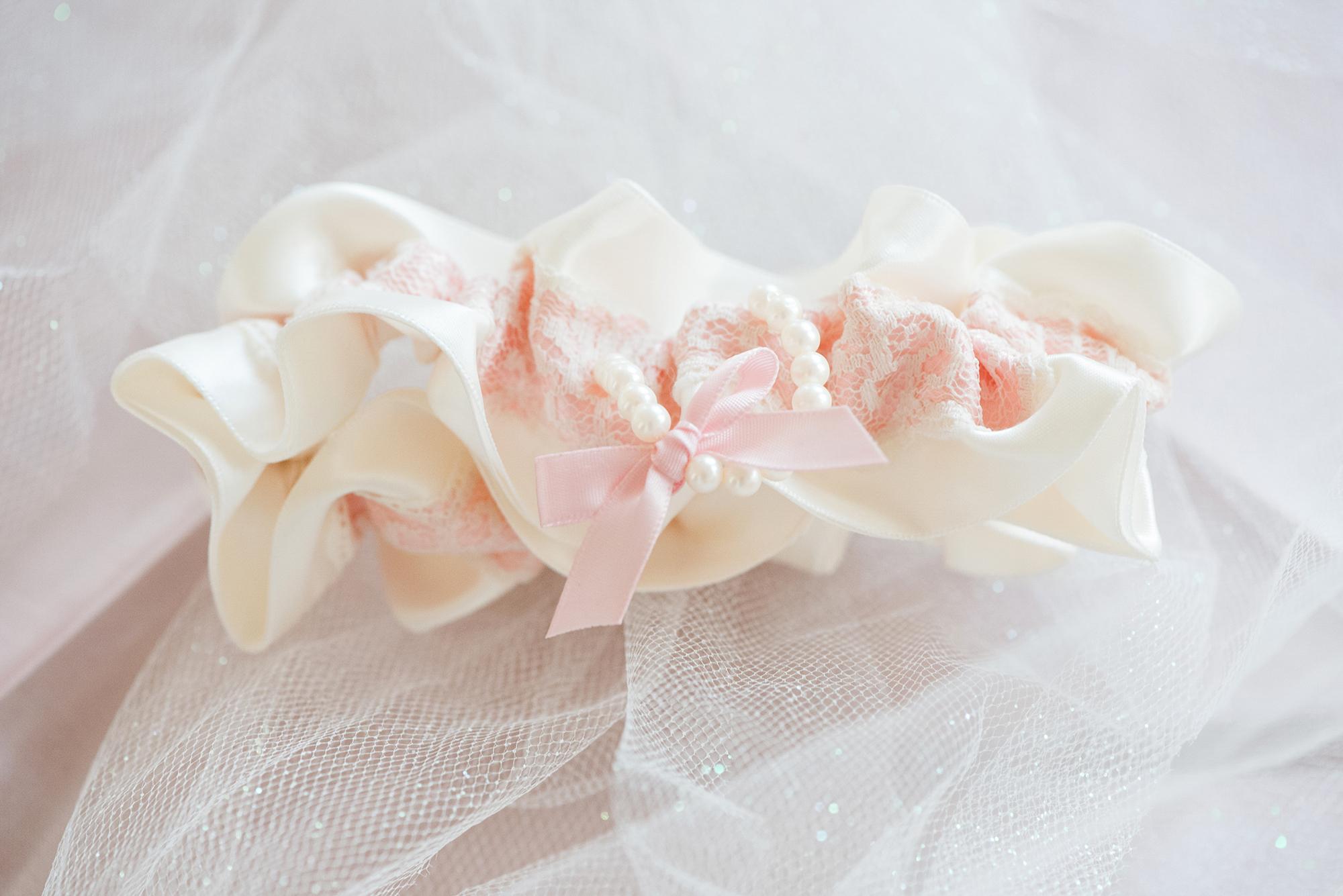 Hawaiian-Elopement-Marianne-Blackham-Photography-wedding-garter-2.jpg