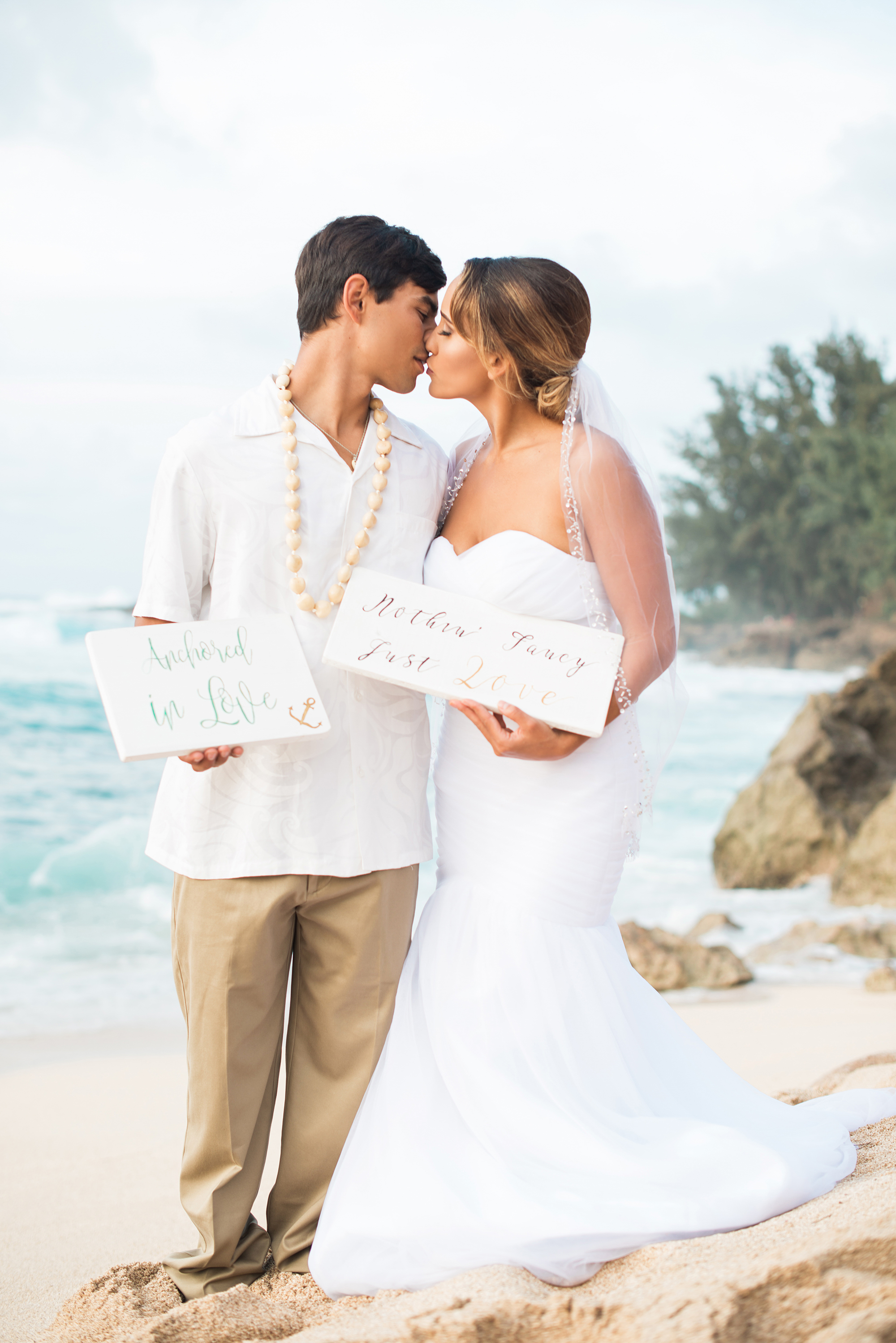 A Romantic Elopement in Hawaii on the island of Oahu - photo by Marianne Blackham Photography - see more on www.BrendasWeddingBlog.com