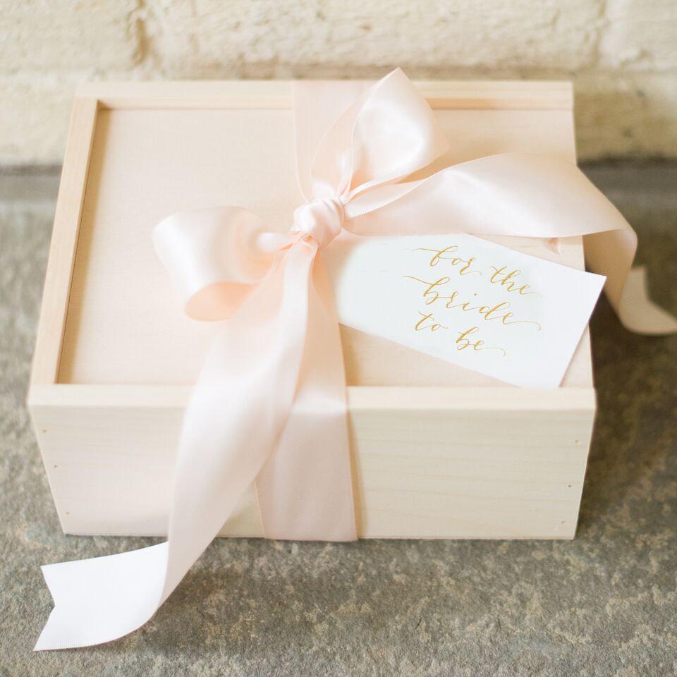 bridal-gift-sets-garter-girl-4.jpg