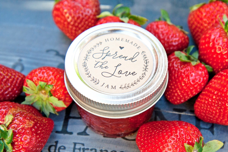 The perfect summer party favor - add on a homemade jam spread the love jam jar stickers to your home made jam jars. Plus, you will save money without adding on the extra cost of personalization. Created by Mavora Art and Design - as seen on www.BrendasWeddingBlog.com