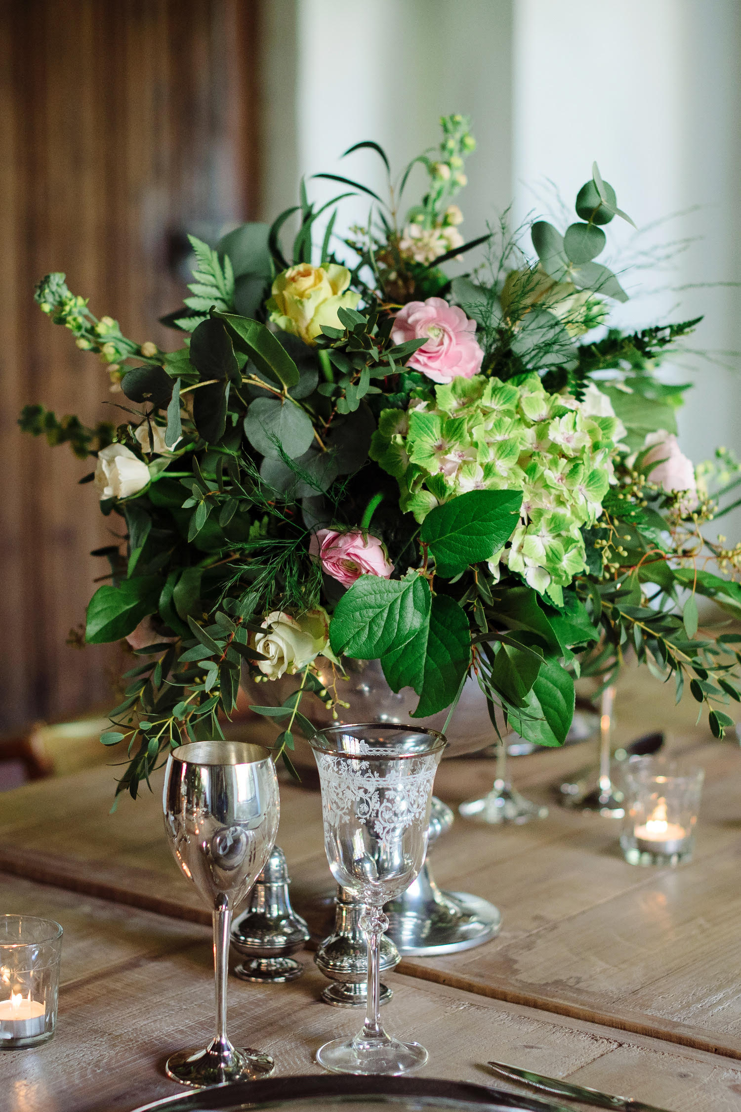 uk-pink-green-wedding-centerpiece-lily-lavender-events.jpg