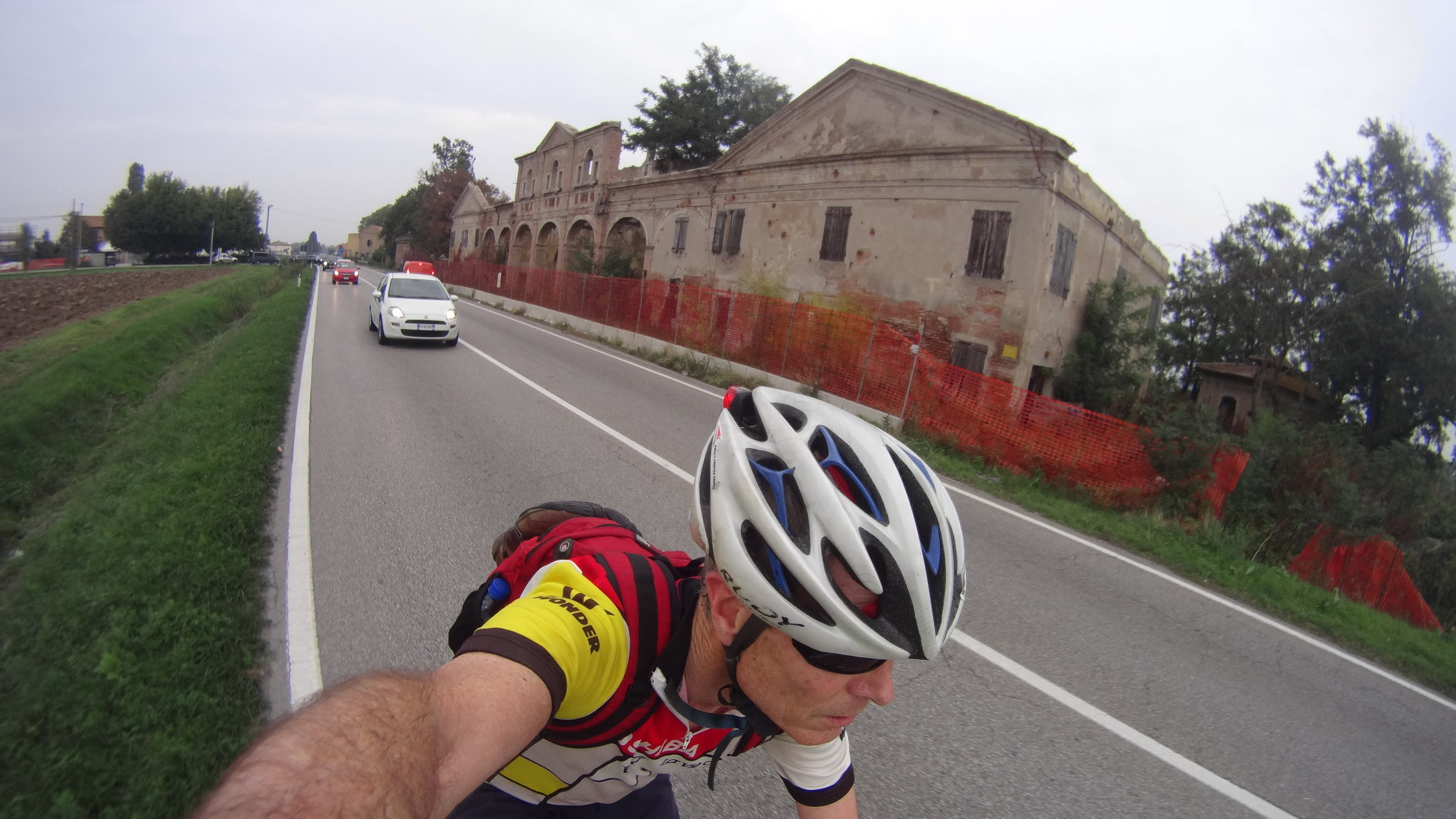 Cycling on the flat, scenic road back to Bologna