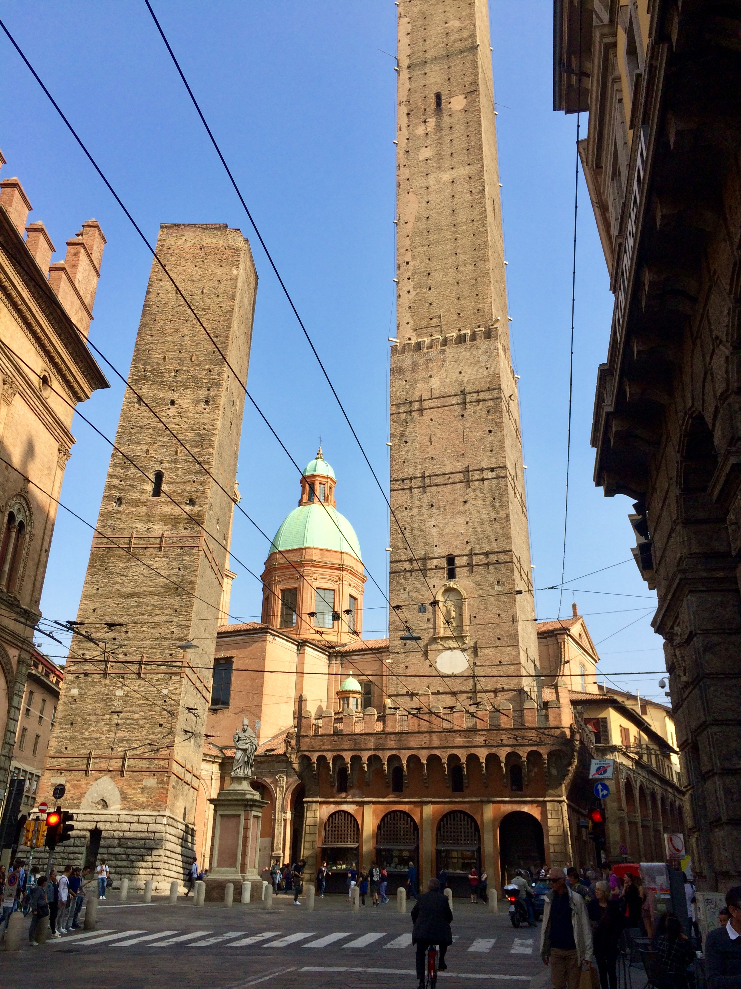 Duo Torri - 98m tall and 898 yrs old