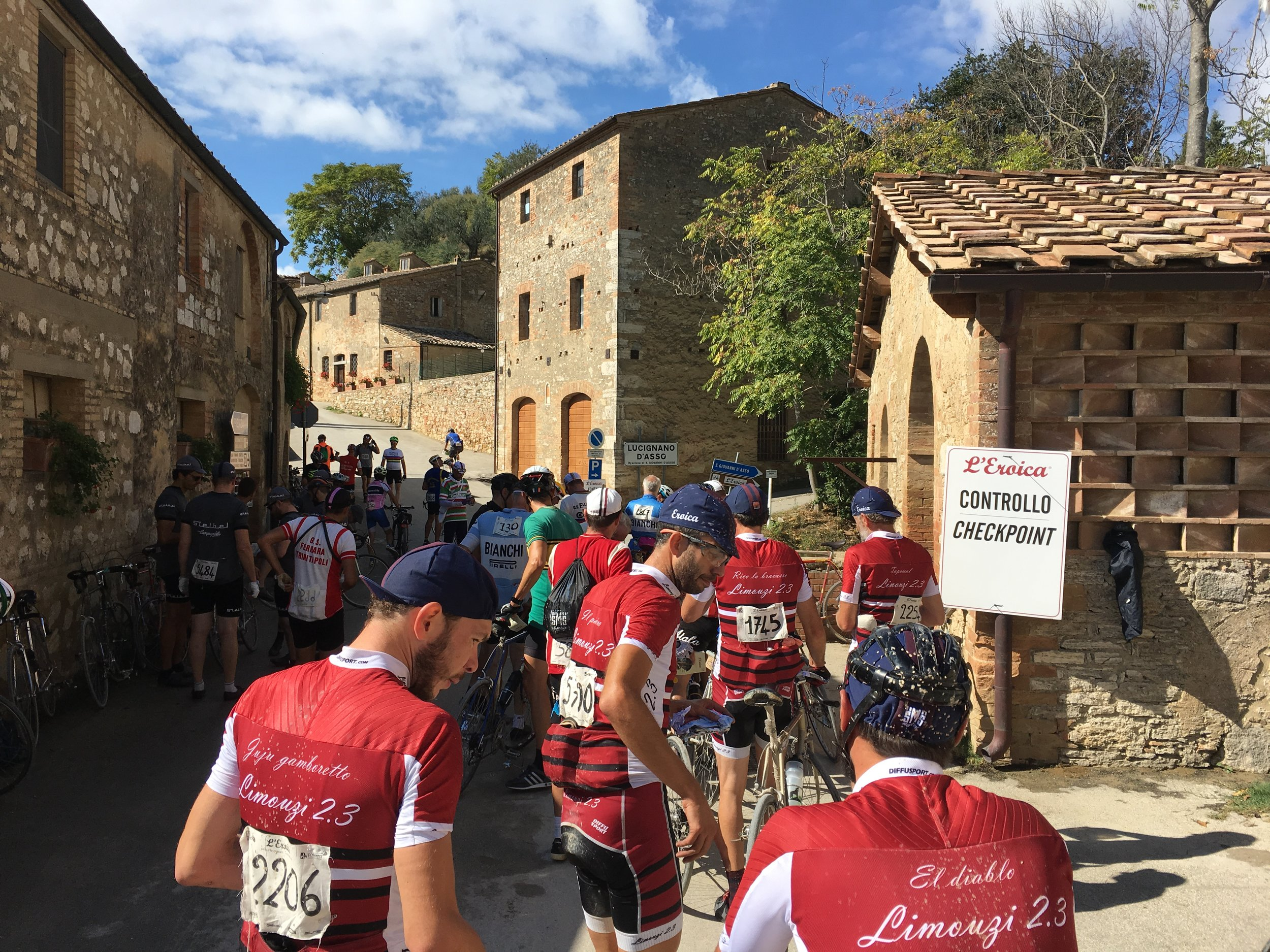 Checkpoint at 112km - San Giovanni d'Asso