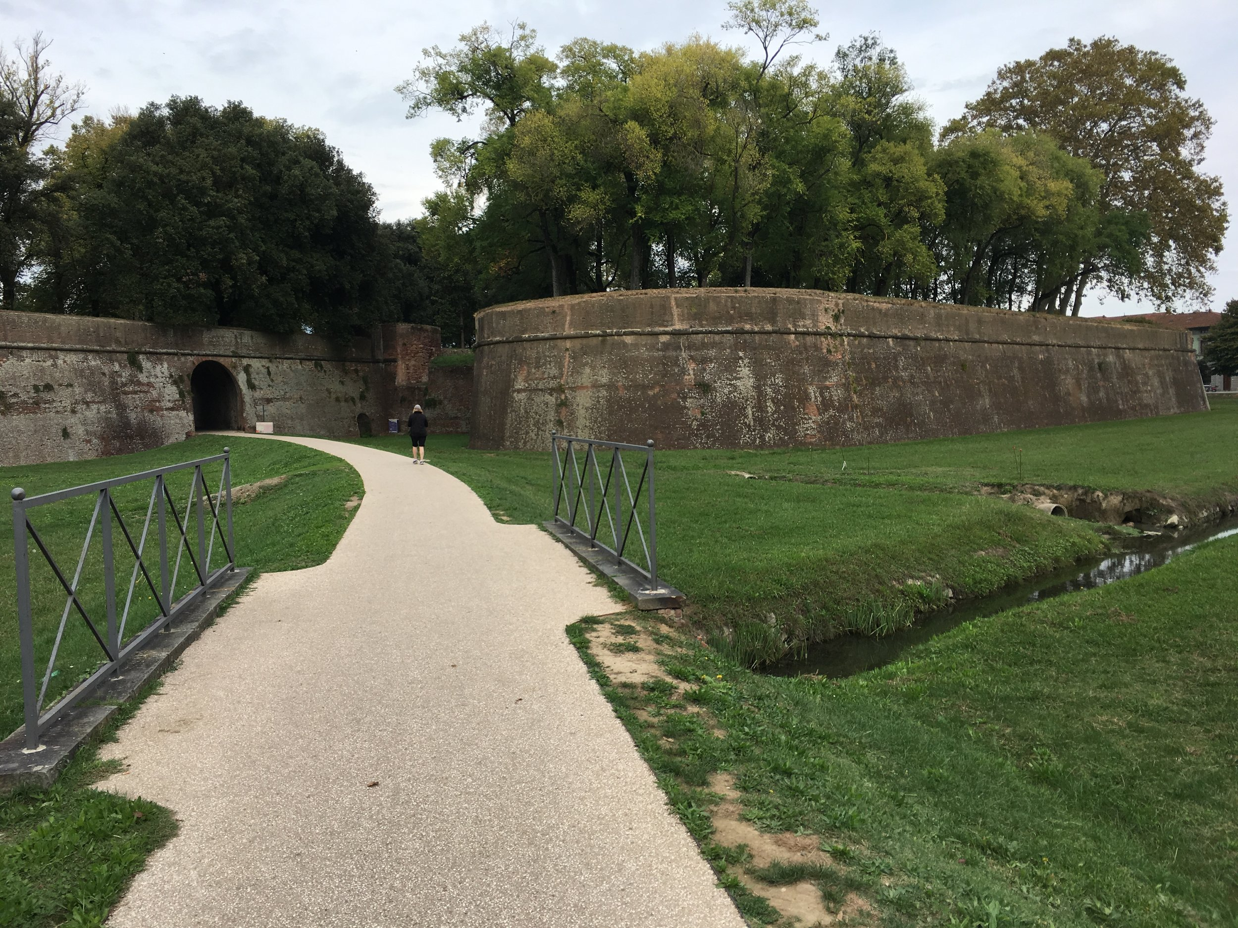 Lucca - entering the walled town