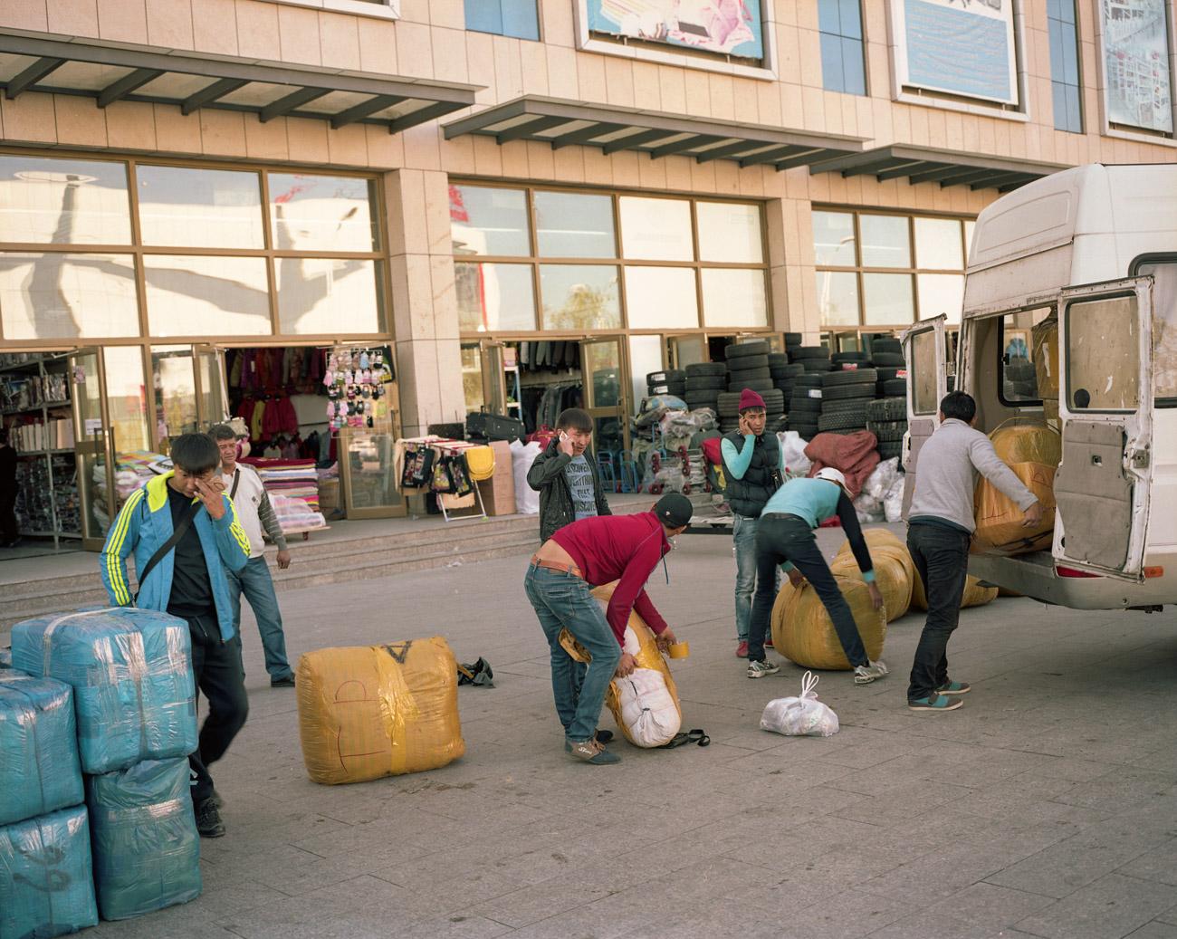 Kazakh Chinese loading