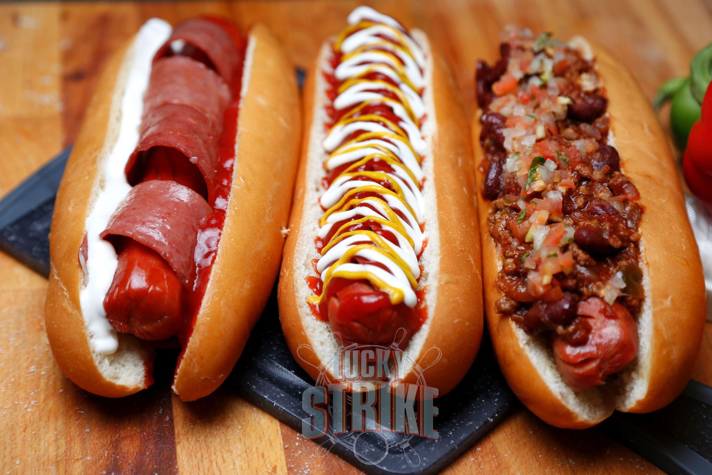 Bacon wrap Jumbo & chili con carne hot dog1.jpg