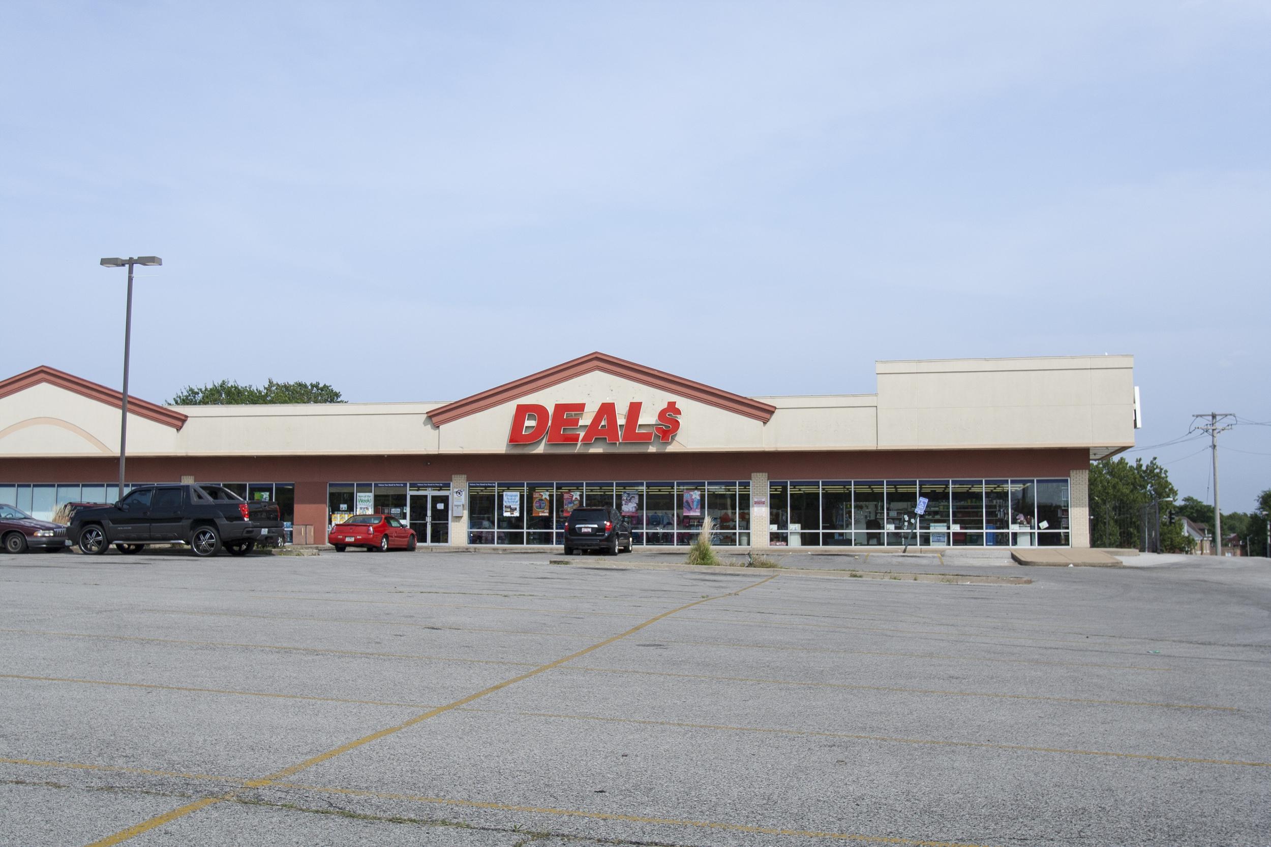 Supermarket 0.58 miles north of Delmar