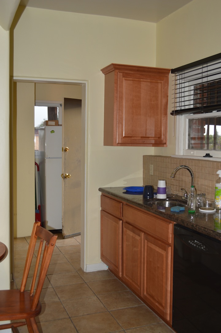 Kitchen w/eat-in area, granite and dishwasher