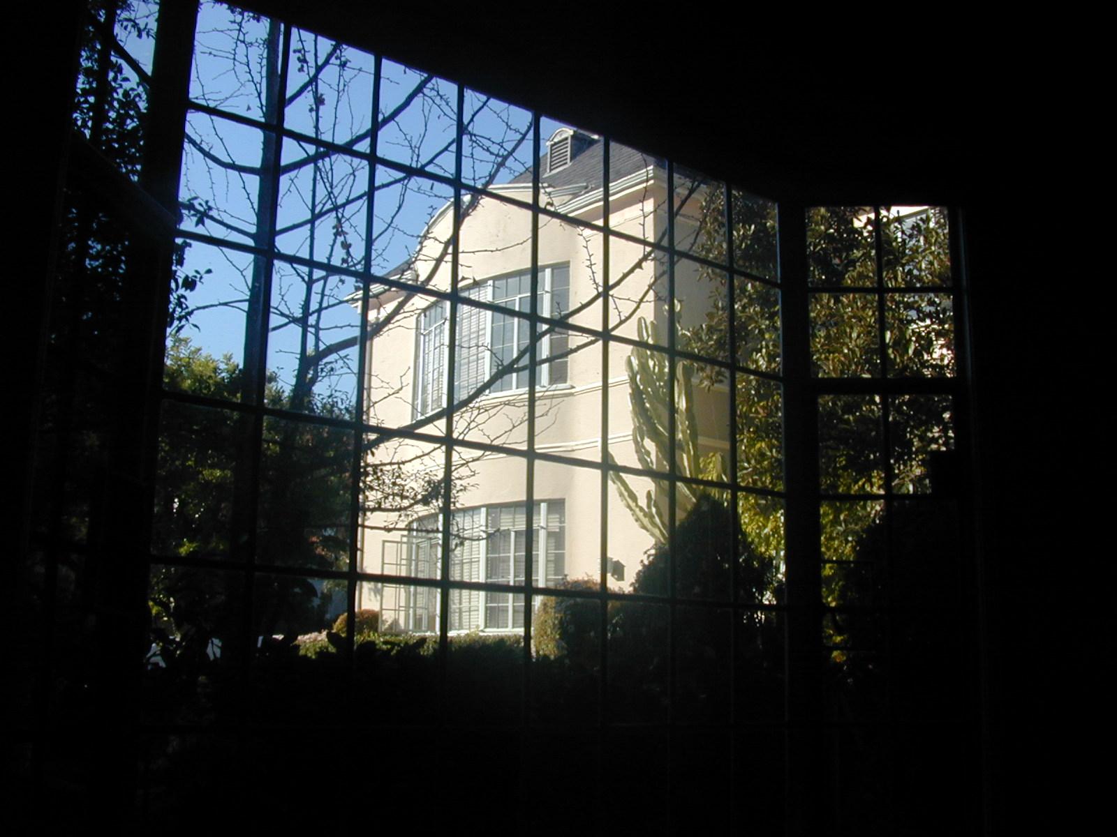 > Chateau Los Feliz, 1944 North Kenmore Av, huge lower @ $2,850.
