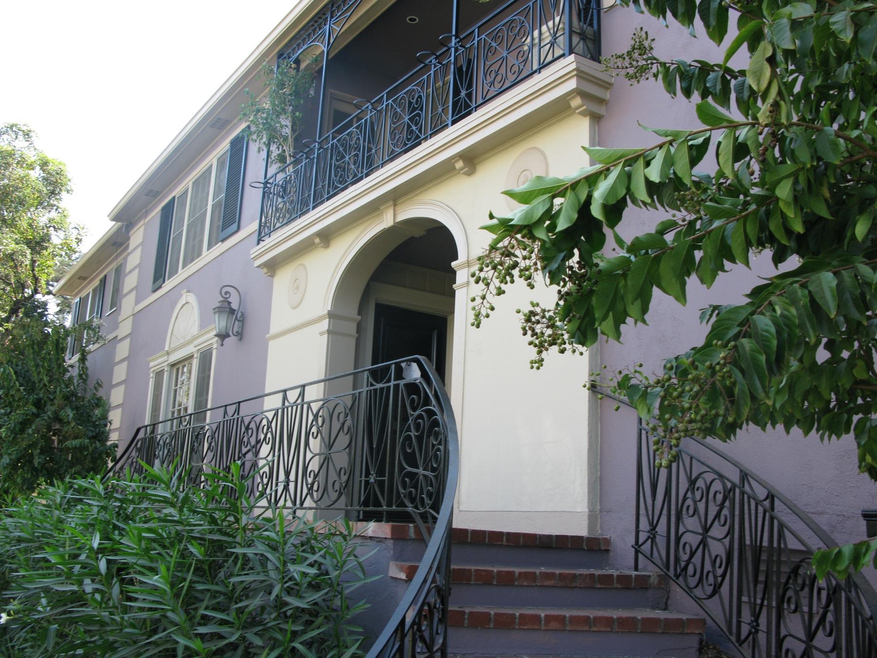 > 1 Bedroom, large, corner of Beverly & Sycamore, Hancock Park, July 1 @ 2,695
