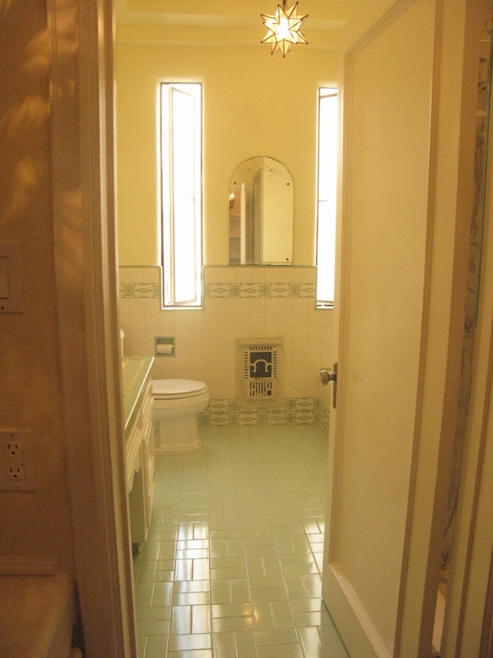 > Full original deco-tiled bathroom with separate shower