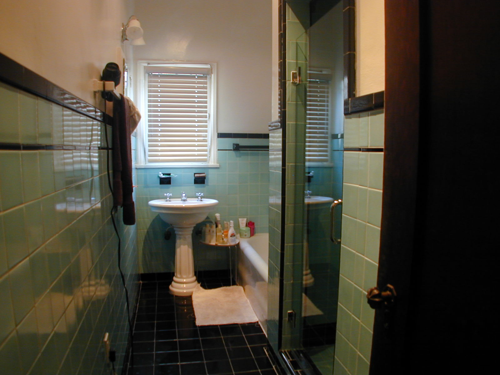 bathroom tiles are deco yellow and black, same layout