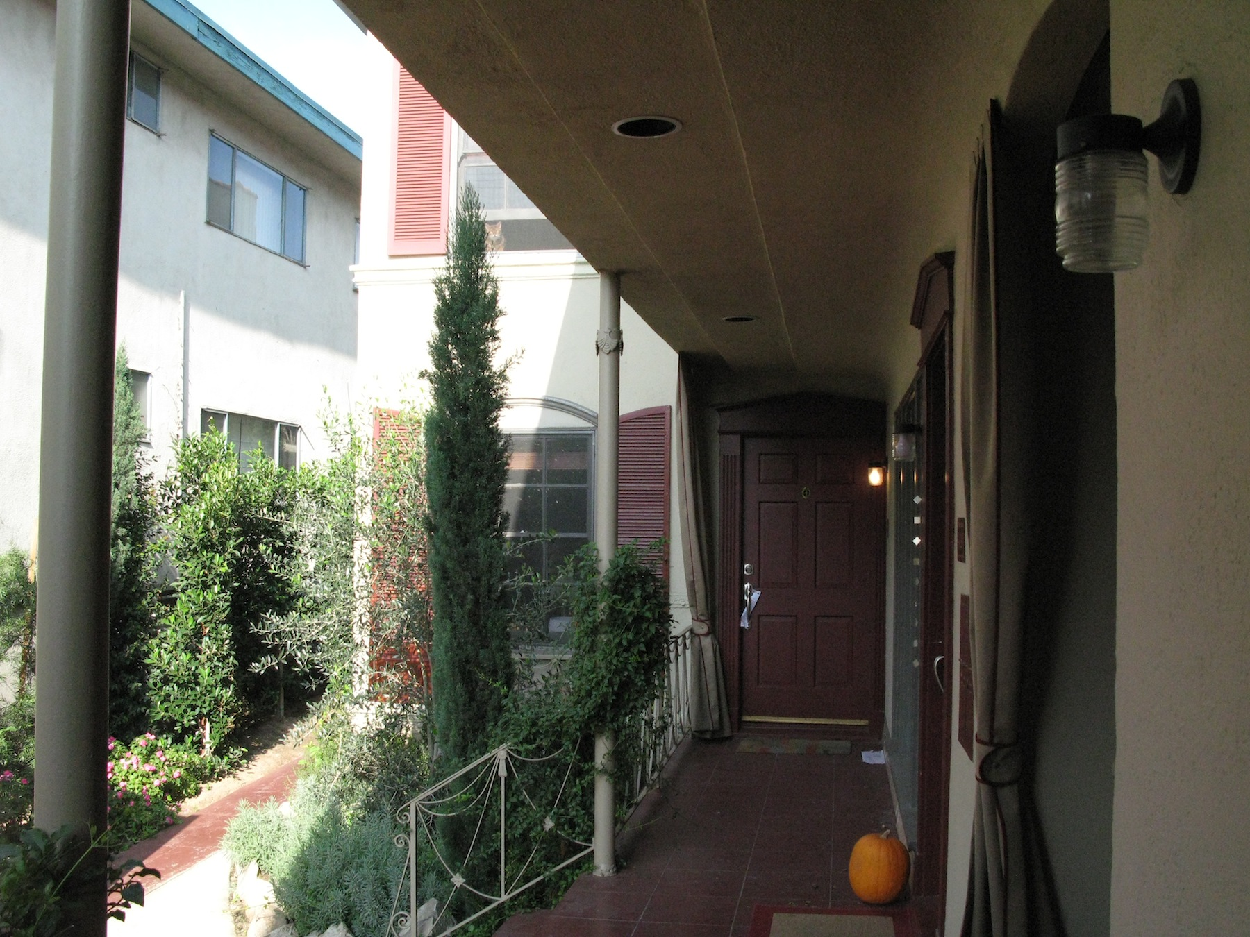 The French Quarter, 1 bedroom, upper-back, March @ $2,595
