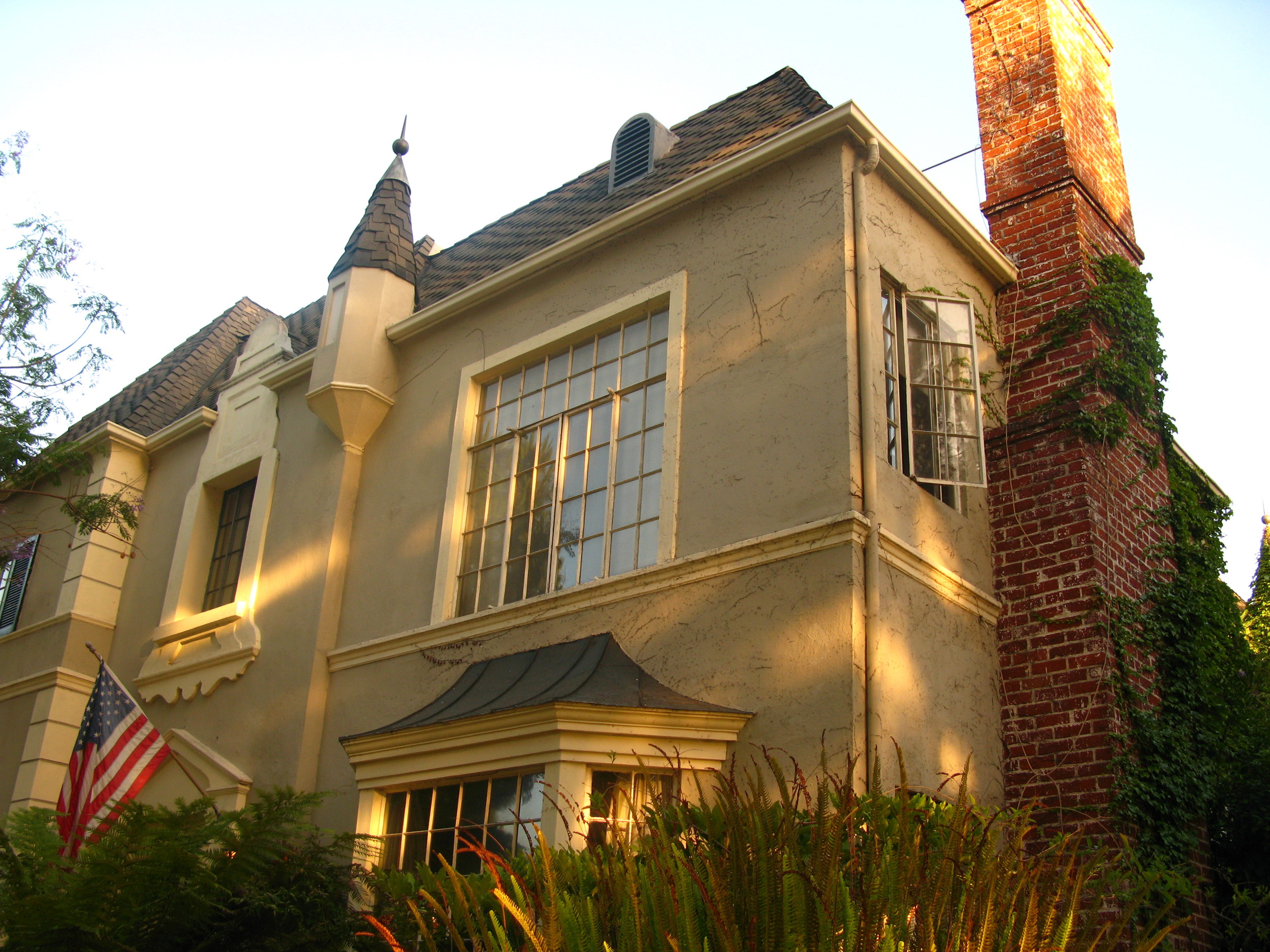 6606 Olympic Blvd, historic Chateaux Olimpique