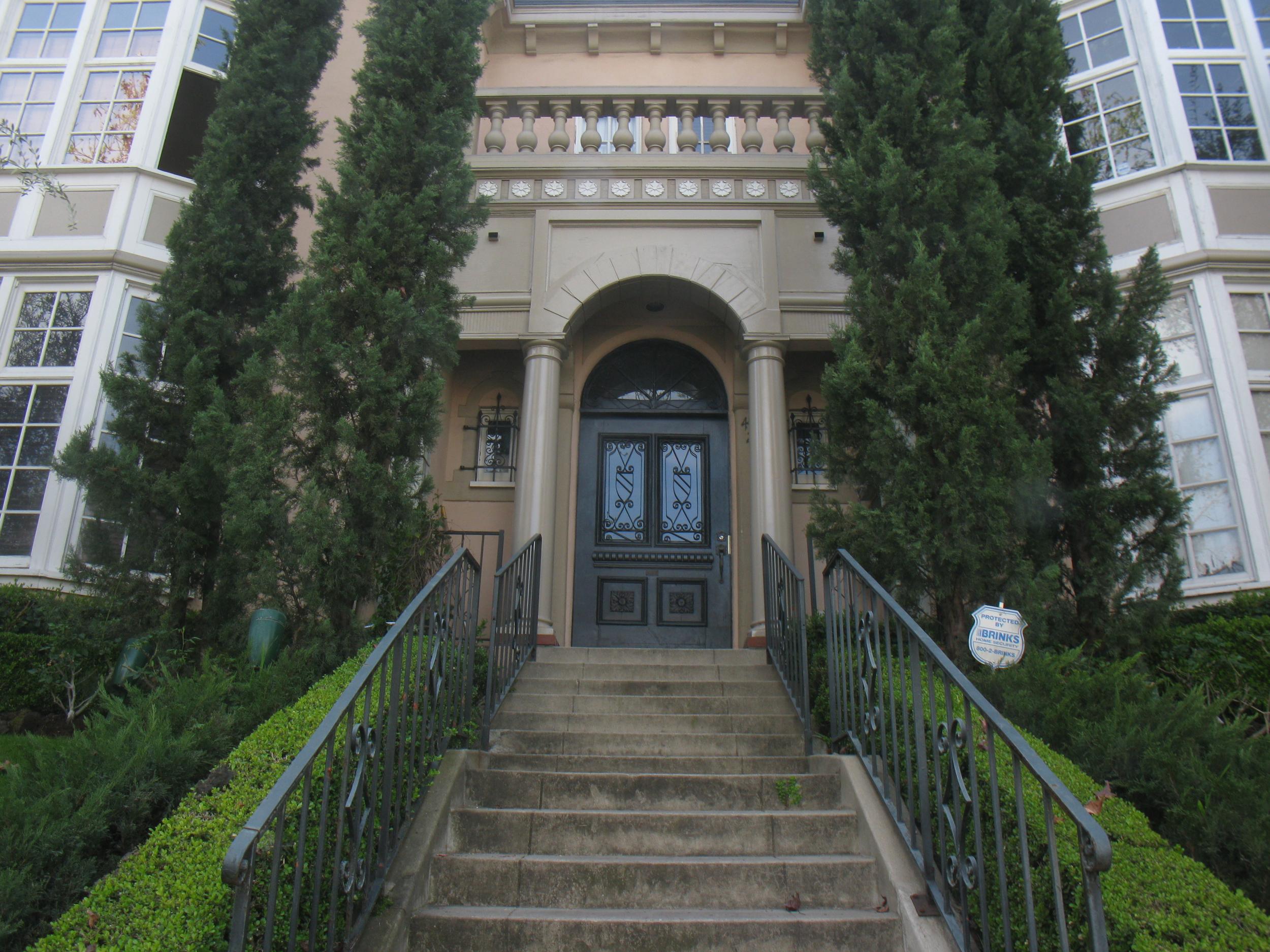 Grand Chateau Sycamore, upper-front-leftside, 2 Bed/1 Bath, hardwood, parking @ $3,750