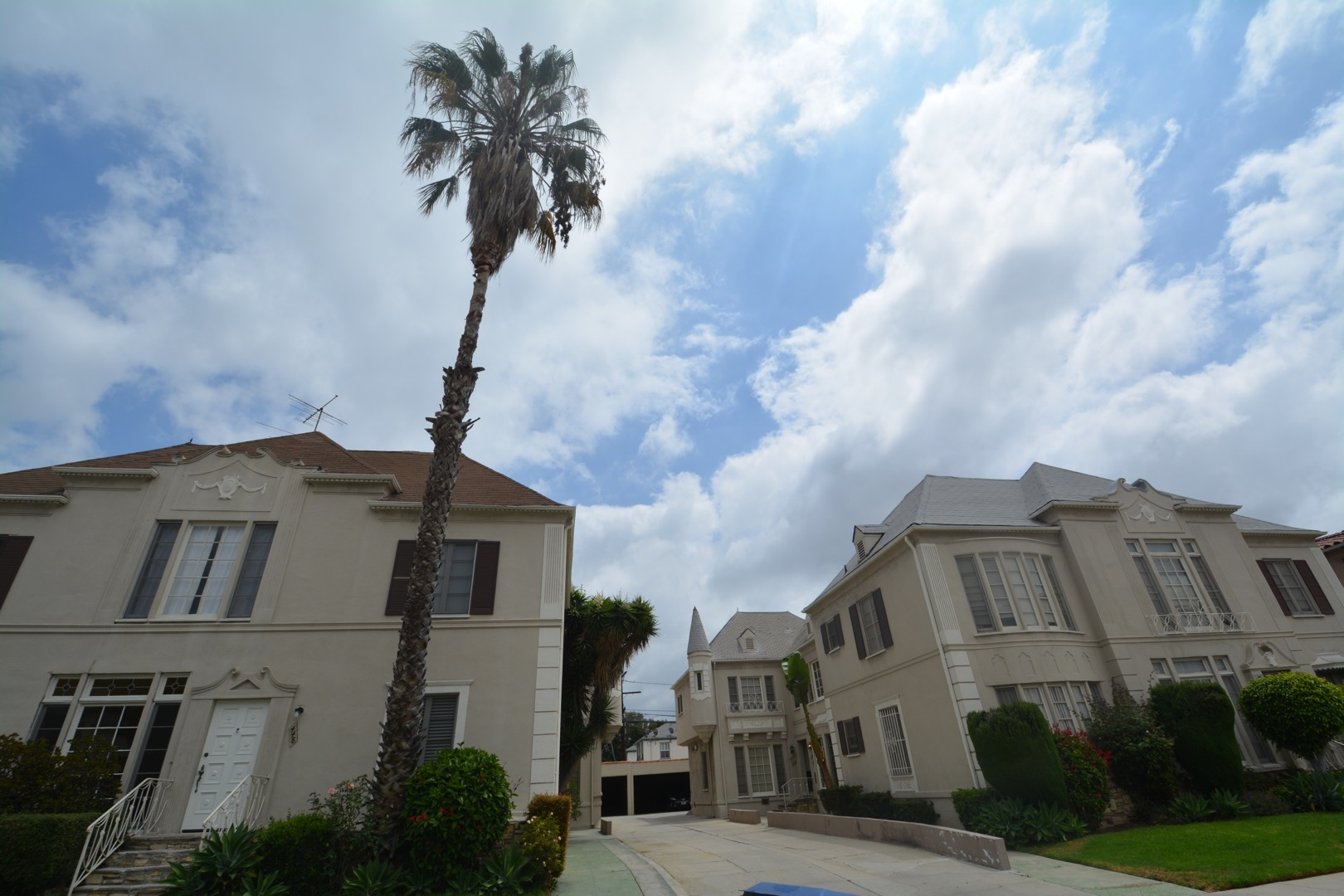 Totally remodeled, updated 2 Bed/1-1/2 Bath, AC, Washer/Dryer $3750