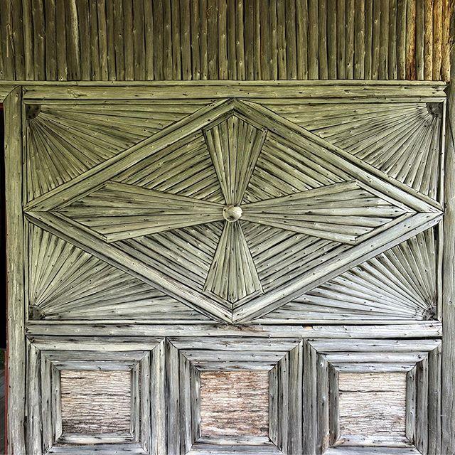 Classic Adirondack style details.  #adirondacks #adirondackstyle #adirondackmountains #adk #summer #lakelife #interiordesigner #interiordesign