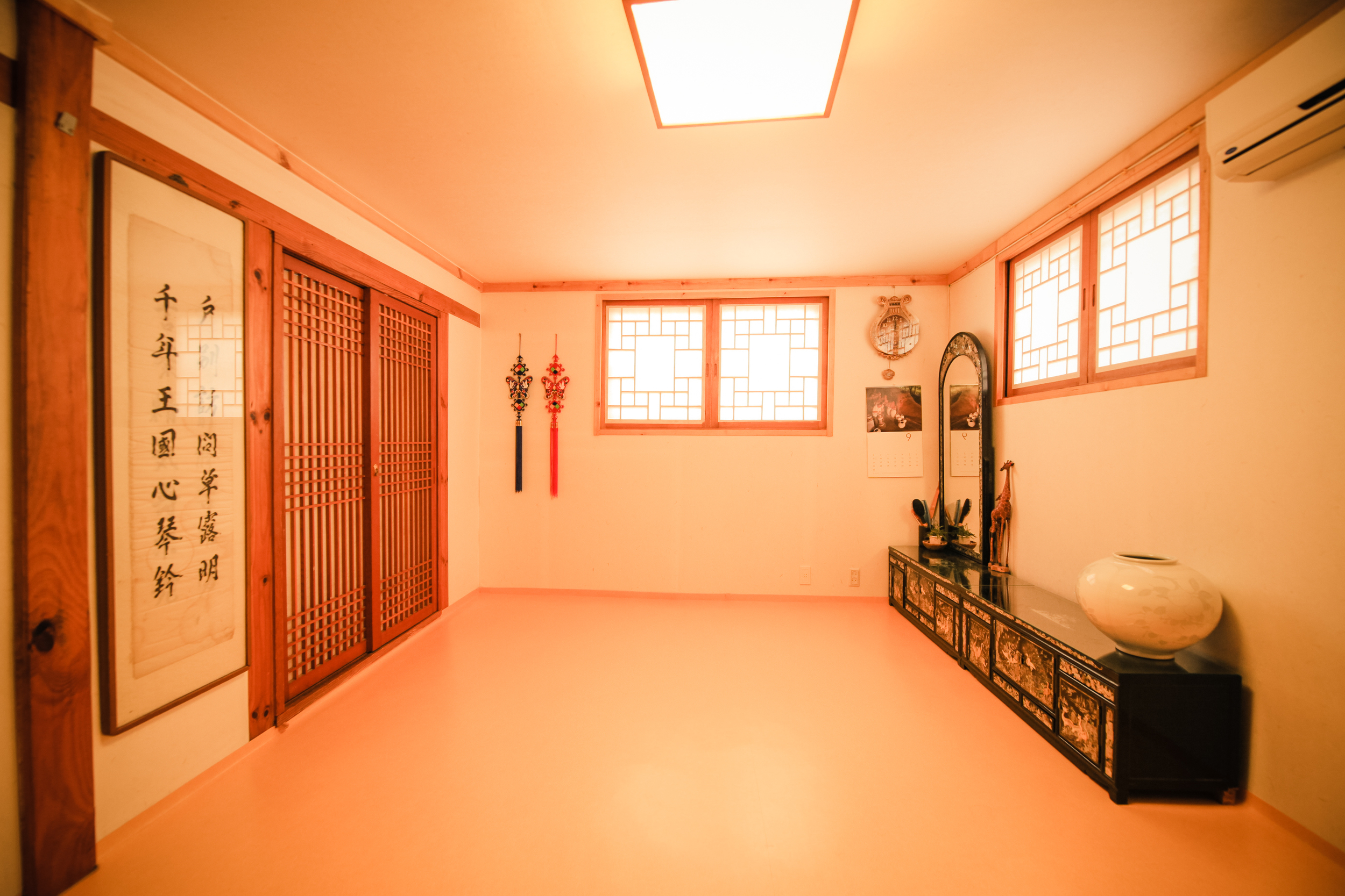 103 family room IMG_1380.jpg