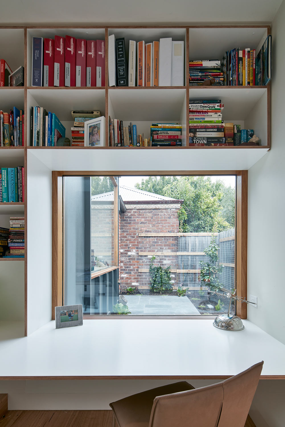 brighton-courtyard-house-renovation-by-warc-studio-08.jpg