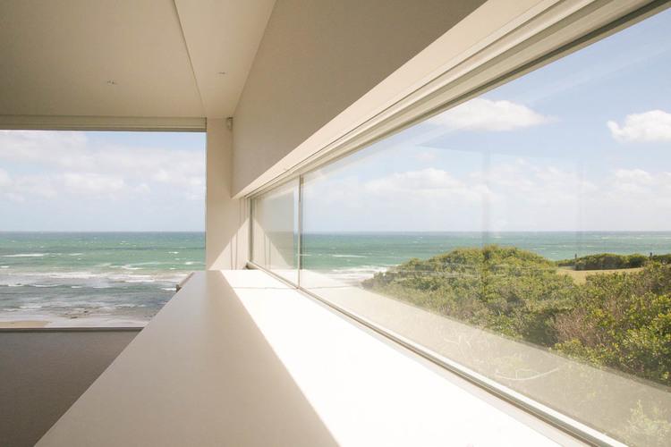 ocean-grove-contemporary-beach-house-by-warc-studio-04.jpg