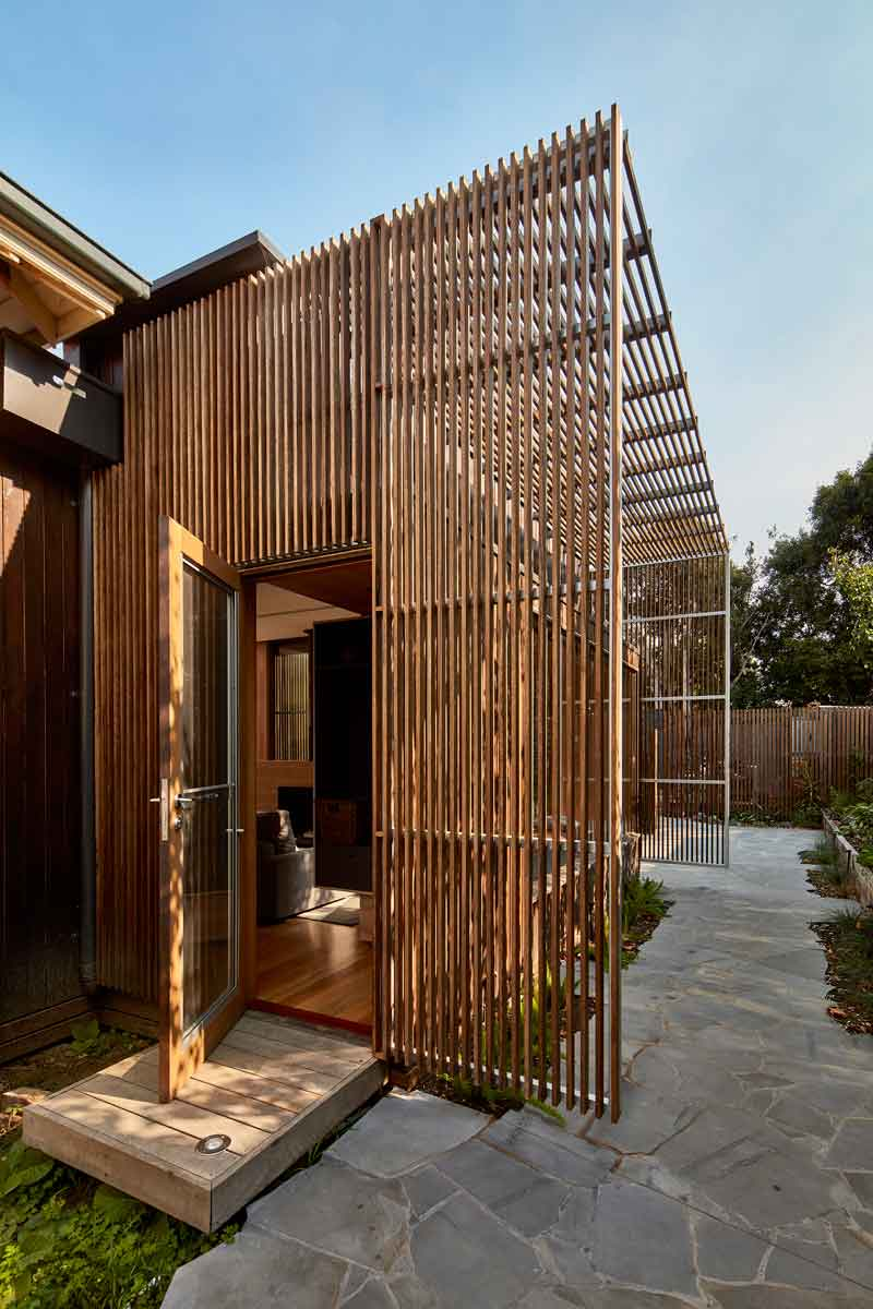 screen-house-camberwell-rennovation-by-warc-studio-architects-01.jpg