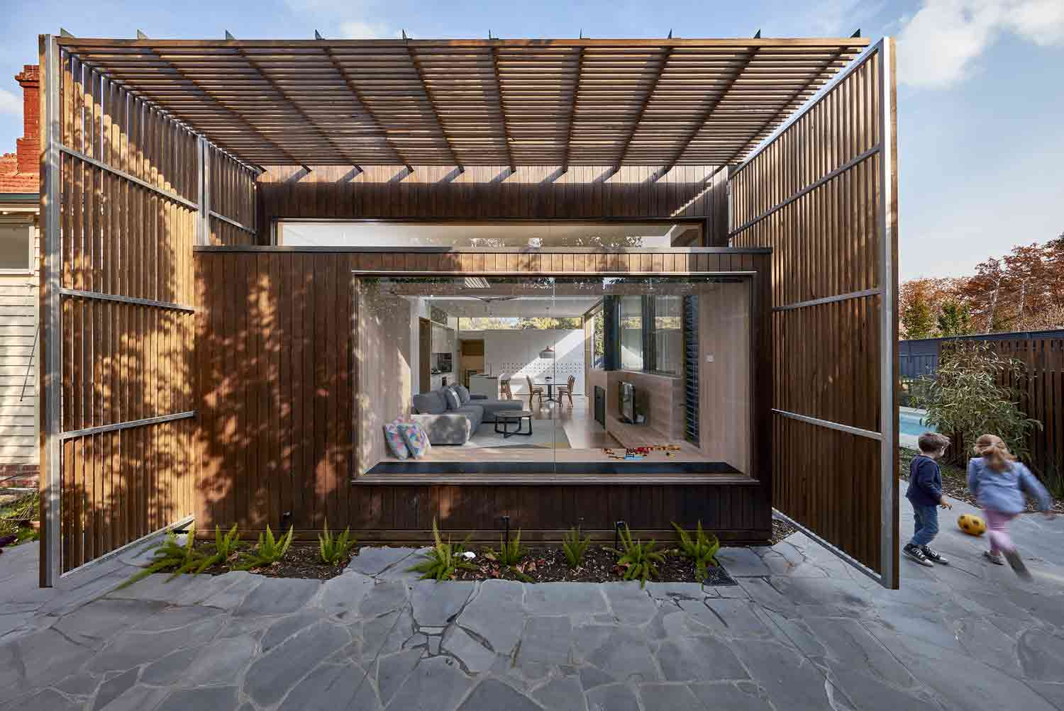 screen–house–camberwell–renovation–by-warc-studio-architects-04.jpg