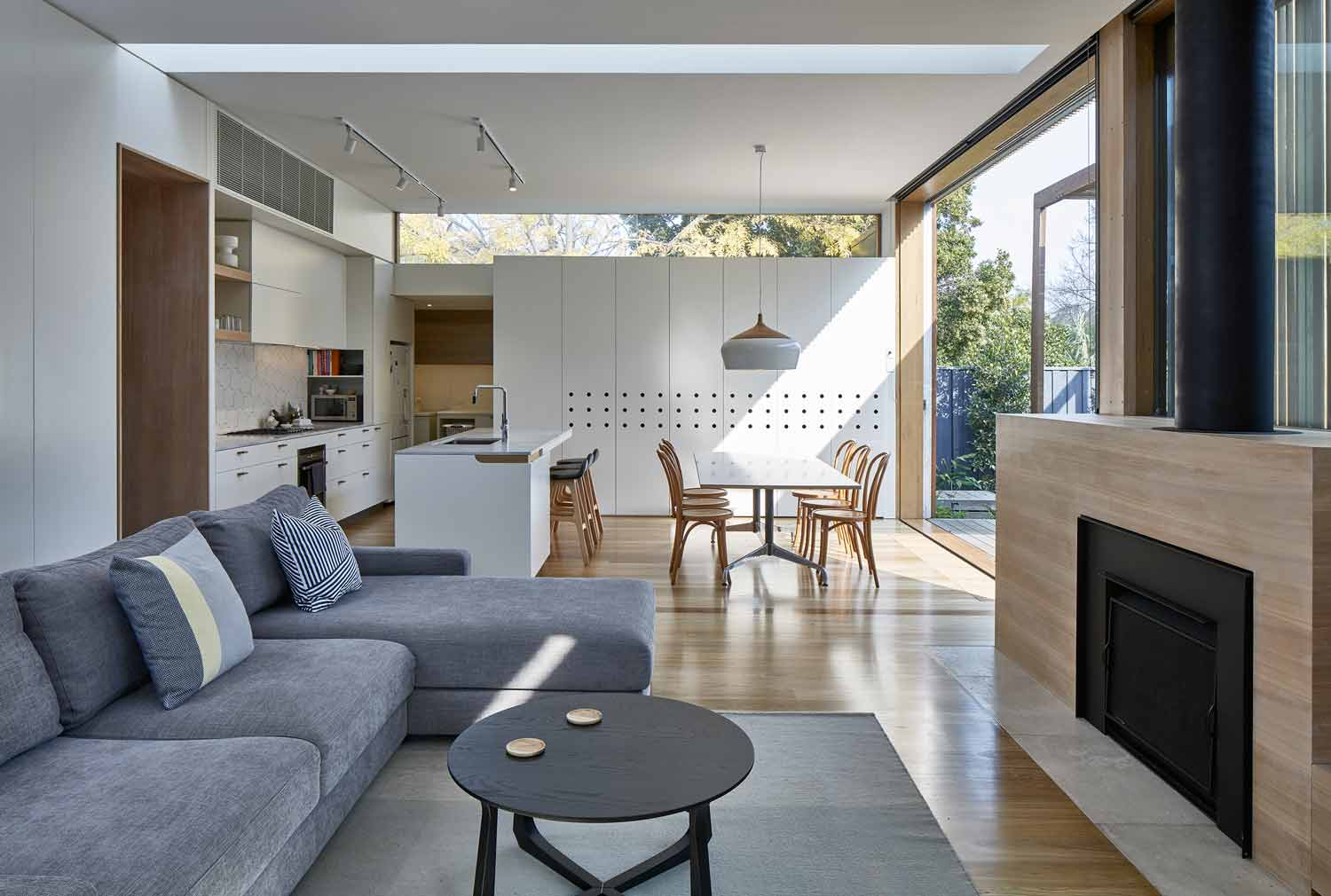 screen–house–camberwell–renovation–by-warc-studio-architects-07.jpg