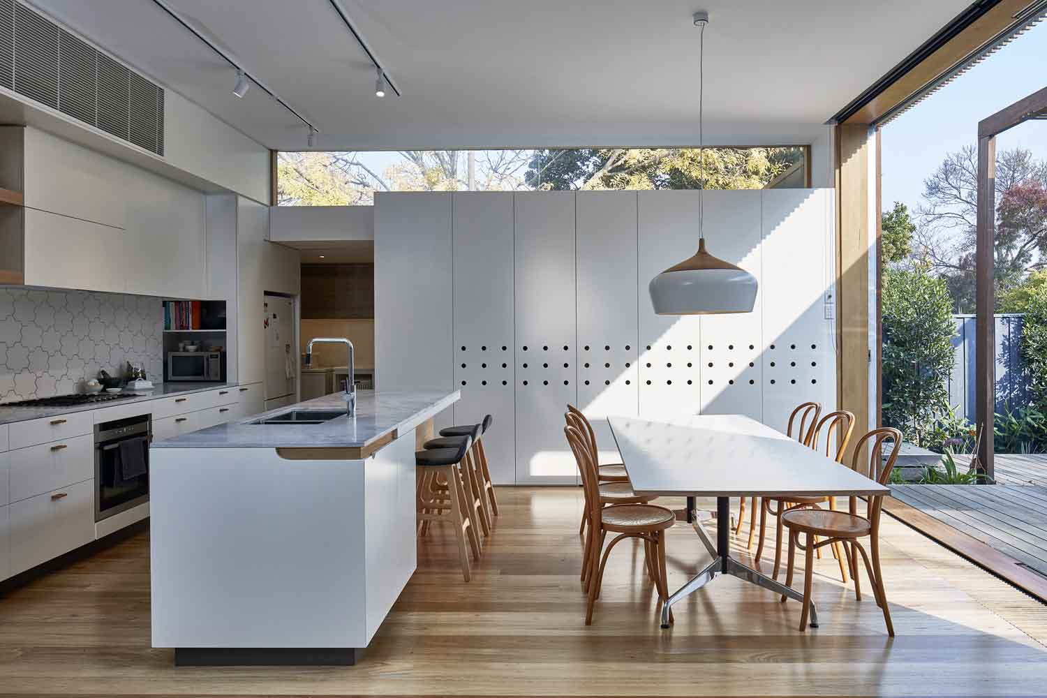 screen–house–camberwell–renovation–by-warc-studio-architects-09.jpg