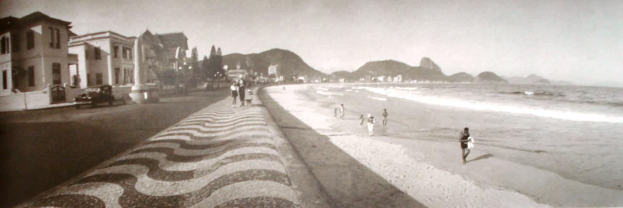 A Avenida Atlântica  ganhou a cara definitiva na gestão  Paulo de Frontin , em 1918 com o paredão de pedra entre o  Leme  e a  Igrejinha .