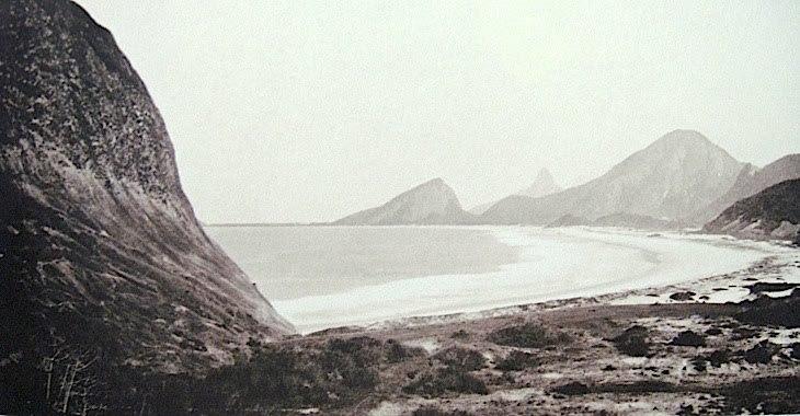 Desde sempre lindíssima, a praia de Copacabana no início era nada mais que um imenso e desabitado areal ainda sem nem sombra de uma  Avenida Atlântica  por lá!