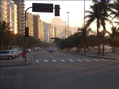 A Rua Figueiredo Magalhães esquina com Avenida Atlântica