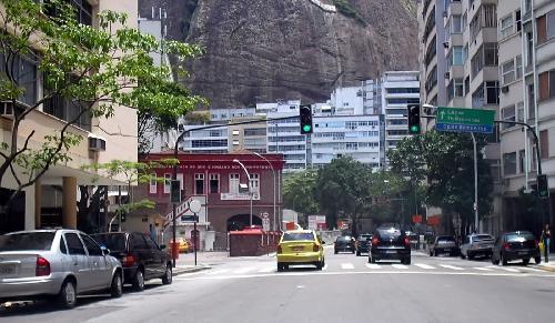 Rua Pompeu Loreiro em detalhe o quartel do Corpo de Bombeiros