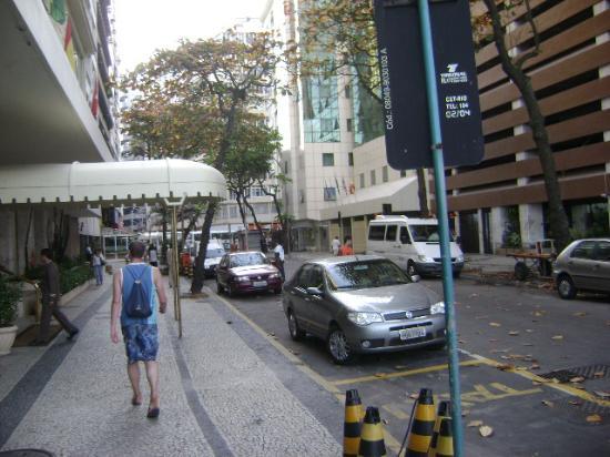 Rua Sá Ferreira altura da Avenida Atlântica