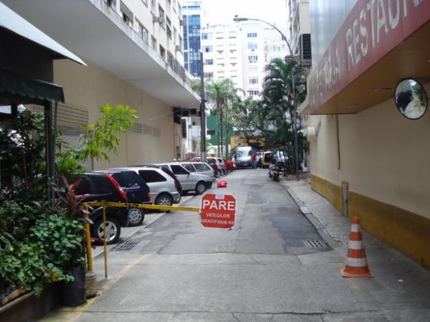 Travessa Angrense vista da Avenida Nossa Senhora de Copacabana