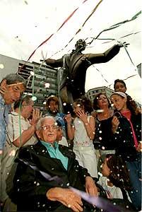 João de Barro, o Braguinha na inauguração da sua estátua na Avenida Princesa Isabel
