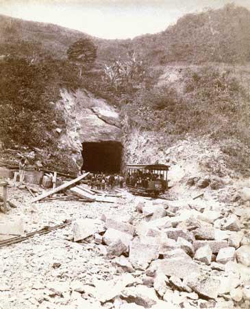 O encontro dos dois lados do Túnel Velho em 1892