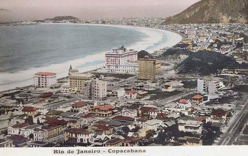 Copacabana em destaque a Praça do Lido, os novos arranha-céu e o Copacabana Palace