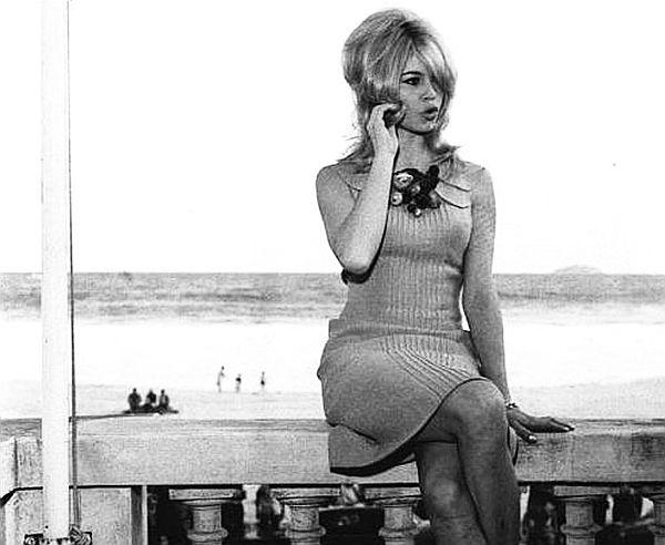 Brigite Bardot na mureta do Hotel Copacabana Palace