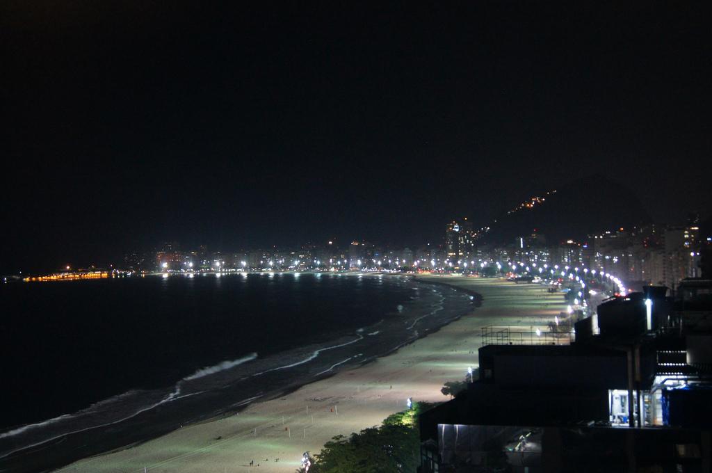 Praia de Copacabana a noite