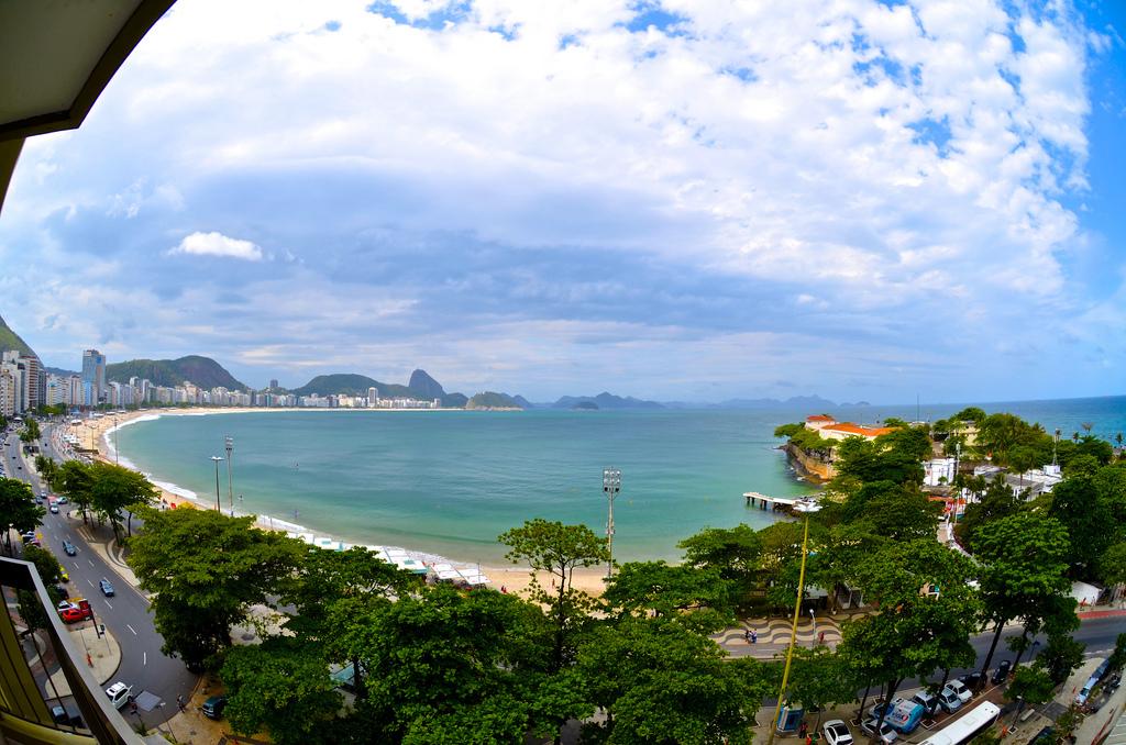 Praia de Copacabana da janela do hotel