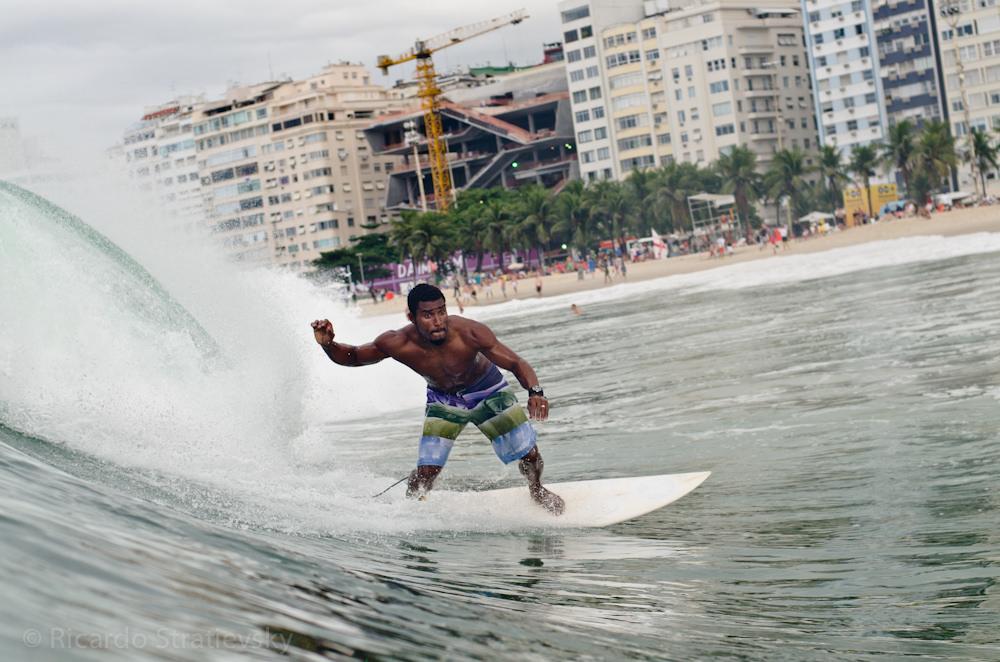 Surfista em Copacabana